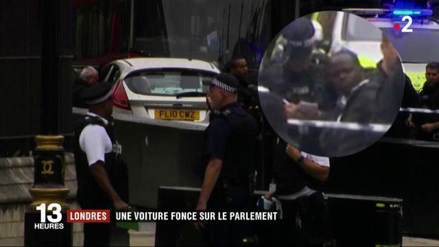 Londres : une voiture fonce sur des cyclistes devant le Parlement