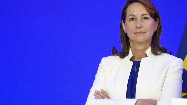 La ministre de l'Environnement, Ségolène Royal, fait le point sur les inondations lors d'une conférence de presse, le 6 juin 2016 en France. (DOMINIQUE FAGET / AFP)