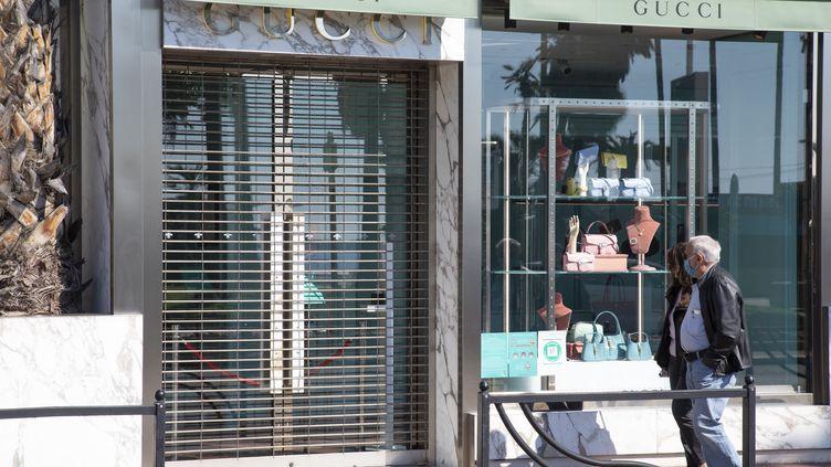 Un magasinest fermé en raison du confinement à Cannes (Alpes-Maritimes), le 20 mars 2021. (ERIC DERVAUX / HANS LUCAS / AFP)