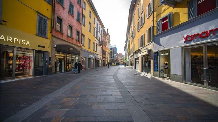 Unerue quasi déserte à Bergame (Italie), le 10 mars 2020. (MAXPPP)