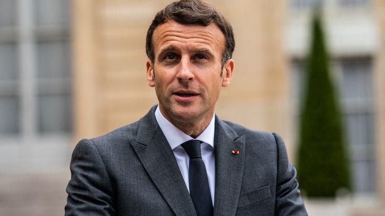 Le président de la République, Emmanuel Macron, le 12 mai 2021 au palais de l'Elysée, à Paris. (XOSE BOUZAS / HANS LUCAS)