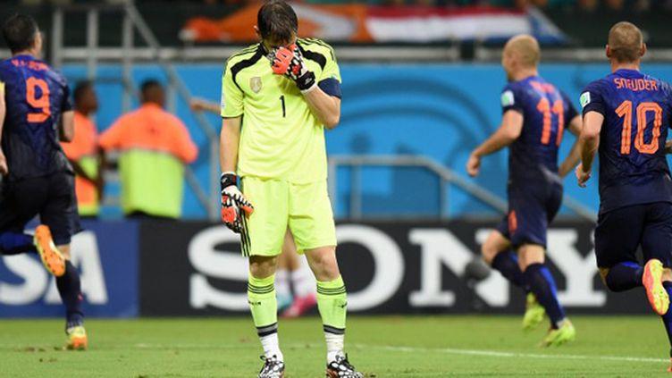 Iker Casillas impuissant face aux Néerlandais (JAVIER SORIANO / AFP)