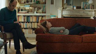 Philippe Dayan (Frédéric Pierrot) et Ariane (Mélanie Thierry) dans la série «En thérapie», d'Olivier Nakache et Eric Toledano.  (LES FILMS DU POISSON)