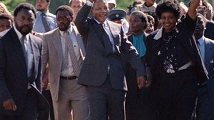 Nelson Mandela avec sa femme Winnie, le 11 février 1990 (AFP)