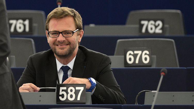 L'eurodéputé Jérôme Lavrilleux dans l'hémicycle du Parlement européen, le 21 octobre 2014. (PATRICK HERTZOG / AFP)