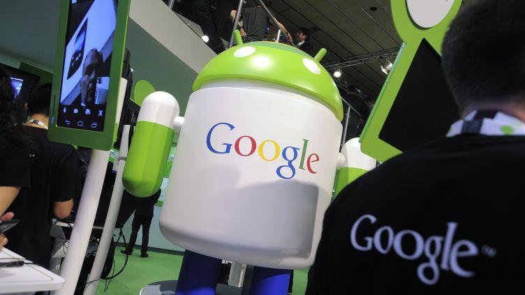 Une icône Android est présentée sur le stand Google du Mobile World Congress de Barcelone (Espagne), le 29 février 2012. (BLOOMBERG / GETTY IMAGES)
