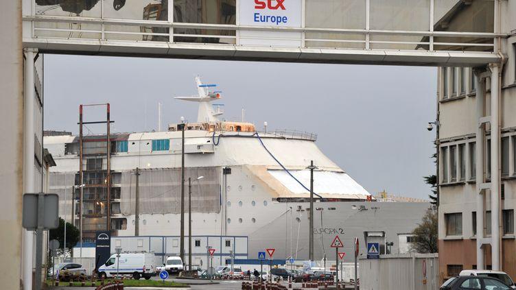 Un paquebot en construction aux chantiers STF France de Saint-Nazaire (Loire-Atlantique), le 20 décembre 2012. (FRANK PERRY / AFP)