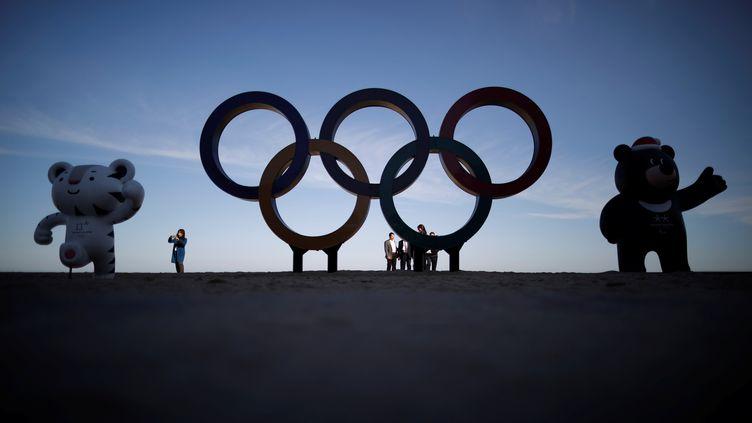 Les mascottesdes Jeux olympiques et paralympiques sont exposées àGangneung (Corée du Sud), le 31 octobre 2017. (KIM HONG-JI / REUTERS)