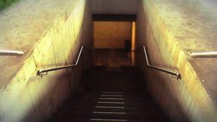 """Entrée du bunker dans lequel a été traduit le roman de Dan Brown, """"Inferno"""", à Milan en 2013 (DR)"""