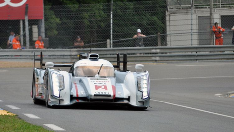 L'Audi N.2 passe le virage d'Indianapolis