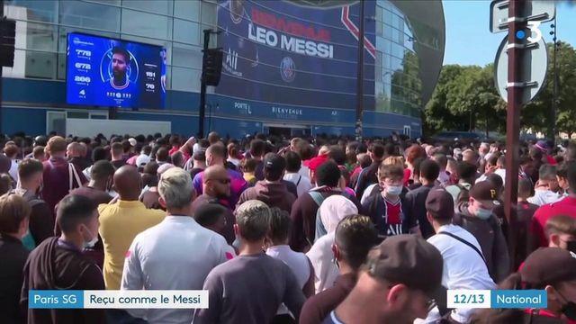 PSG : Lionel Messi accueilli comme un dieu à Paris