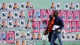 Les Mozambicains, ici à Maputo, sont appelés aux urnes le 15 octobre 2019 pour élire leur président, leurs députés et leursgouverneurs (représentants régionaux). (GRANT NEUENBURG / REUTERS)