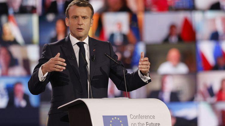 Emmanuel Macron prononce son discours sur l'avenir de l'Europe et à et à l'occasion de la Journée de l'Europe, au Parlement européen à Strasbourg, le 9 mai 2021. (JEAN-FRANCOIS BADIAS / AFP)