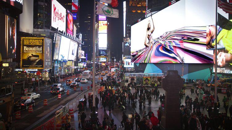 """L'écran géant """"Mega-Zilla"""" de laplace de Times Square, à New York (Etats-Unis), diffusera le quart de finale de la Coupe du monde féminine de football entre la France et les Etats-Unis, le 28 juin 2019. (CARLO ALLEGRI / REUTERS)"""