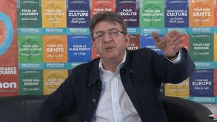 Jean-Luc Mélenchon fait le point sur la stratégie de la France insoumise après le premier tour, dans une vidéo postée sur YouTube, vendredi 28 avril 2017. (JEAN-LUC MELENCHON / YOUTUBE)