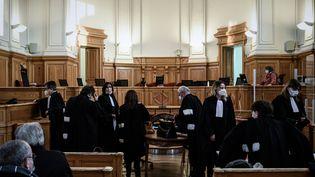 La salle d'audience de la cour d'assise de Saintes (Charente-Maritime), où se déroulele procès de Joël Le Scouarnec, le 30 novembre 2020. (PHILIPPE LOPEZ / AFP)
