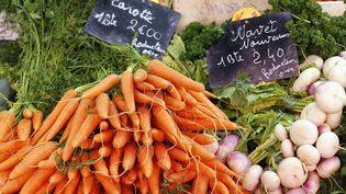 France 3 a fait tester des carottes issues de l'agriculture conventionnelle et des carottes certifiées biologiques. (MATTHIEU ALEXANDRE / AFP)