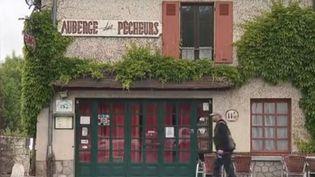 Notre série sur les bistrots de nos régions se poursuit. Direction cette fois la Creuse à La Celle-Dunoise. Là bas, de nombreux commerces ont déjà baissé le rideau. Mais une femme irlandaise a décidé de reprendre un café-restaurant. (FRANCE 2)