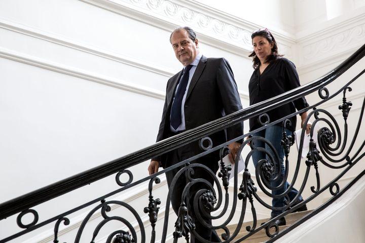 Le Premier secrétaire du PS Jean-Christophe Cambadélis, précédant Nawel Oumer, candidate socialiste aux législatives dans la 6e circonscription de Paris. (MAXPPP)