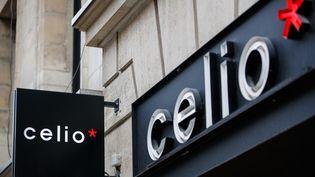 Le logo de la marque Celio, à Caen (Calvados), le 29 novembre 2019. (SAMEER AL-DOUMY / AFP)