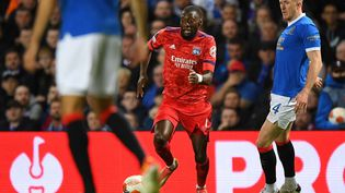 L'attaquant lyonnais Karl Toko-Ekambi a ouvert le score contre les Glasgow Rangers, jeudi 16 septembre 2021. (ANDY BUCHANAN / AFP)