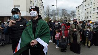 Des membres de la communauté tchétchène manifestent à Rennes (Ile-et-Vilaine), le 27 mars 2021, après la mort d'un des leurs la semaine précédente. (JEAN-FRANCOIS MONIER / AFP)