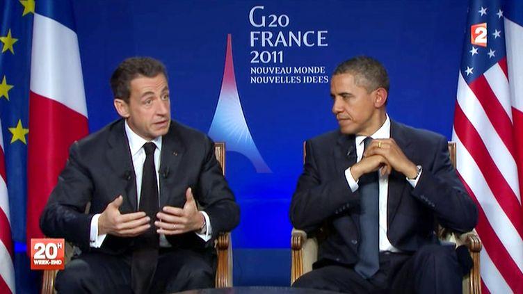 Le président français Nicolas Sarkozy (à g.) et son homologue américain Barack Obama interrogés sur France 2 vendredi 4 novembre à l'issue du G20 à Cannes. (FRANCE 2 / AFP)