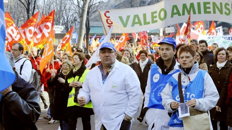 Manifestation de salariés de Valeo le 6 mars 2009 à Paris, contre un projet de restructuration de l'entreprise (AFP / Stéphane de Sakutin)