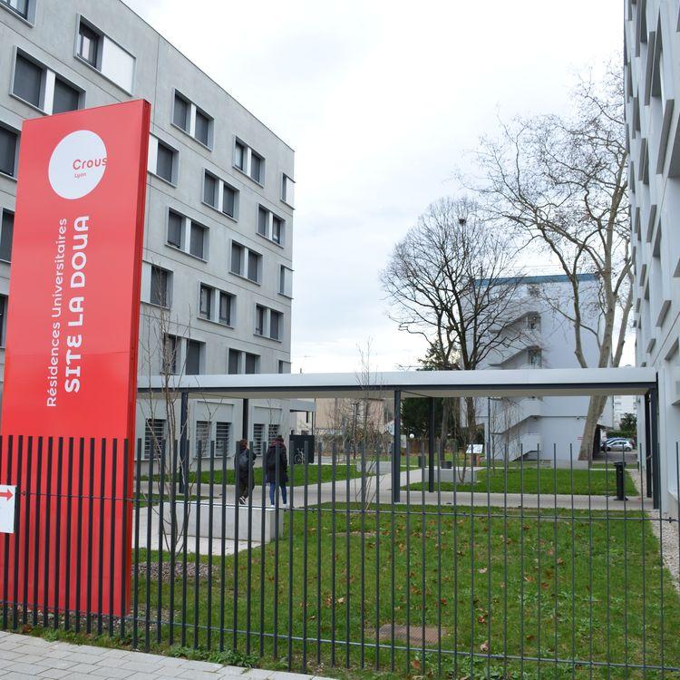 Le campus de la résidence universitaire de la Doua, gérée par le Crous de Lyon, le 21 janvier 2021. (CHARLES-EDOUARD AMA KOFFI / FRANCEINFO)
