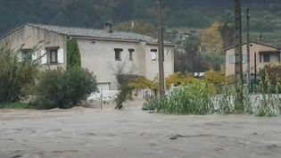 La ville de Biot (Alpes-Maritimes) est inaccessible depuis samedi 23 novembre au matin, en raison des pluies diluviennes qui se sont abattues dans le sud-est de la France. (FRANCE 2)