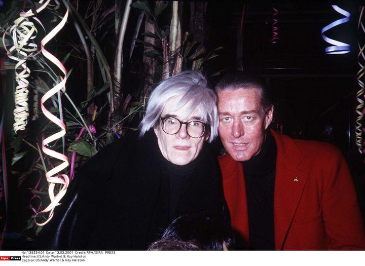 Andy Warhol ( à gauche) et Roy Halston ( à droite) en 1986. (RPM/SIPA /)