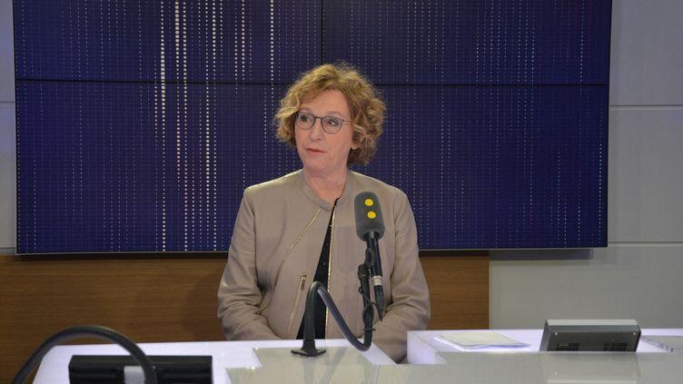 Muriel Pénicaud, ministre du Travail, invitée de franceinfo le 6 mars 2018. (JEAN-CHRISTOPHE BOURDILLAT / RADIO FRANCE)