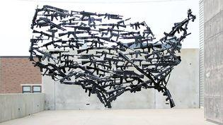 """L'œuvre """"Gun Country"""" de l'artiste américain Michael Murphy installée sur le toit de l'UICA dans le Michigan. (MICHAEL MURPHY)"""