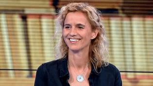 """Delphine de Vigan invitée sur le plateau du Grand soir 3 pour son roman """"D'après une histoire vraie""""  (France 3 / Culturebox)"""