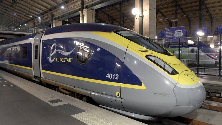 Un train Eurostar, le 10 décembre 2020, à la gare du Nord, à Paris. (ERIC PIERMONT / AFP)