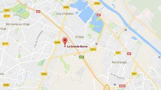 Le quartier de la Grande Borne, à cheval entre les communes de Grigny et Viry-Châtillon (Essonne), où deux policiers ont été sérieusement blessés par des jets de cocktails Molotov, samedi 8 octobre 2016. (GOOGLE MAPS)