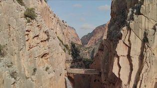 La randonnée du Caminito del Rey, en Andalousie (Espagne) attire de plus en plus de curieux depuis qu'elle est sécurisée, alors qu'elle faisait partie des plus dangereuses du monde. Sensations garanties. (CAPTURE ECRAN FRANCE 2)