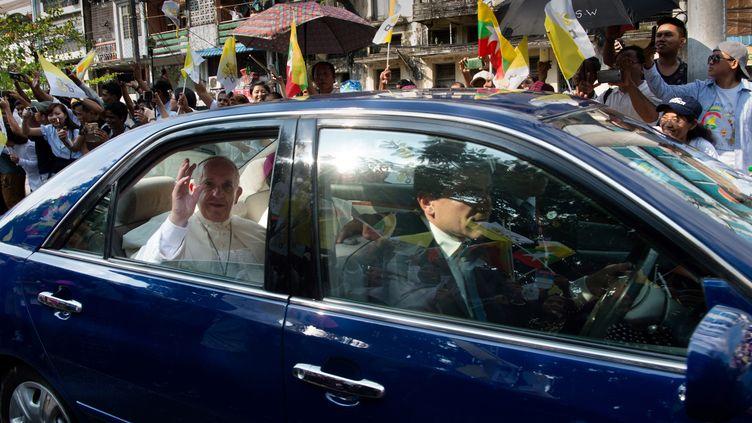 Le pape François à Myanmar, en Birmanie, le 27 novembre 2017. (YE AUNG THU / AFP)