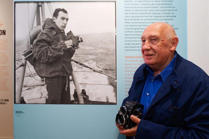 Les années de jeunesse de Raymond Depardon, apprenti reporter et jeune appelé sous les drapeaux. (DOMINIQUE LERICHE / MAXPPP)