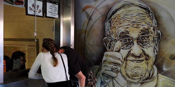 Le Pape François vu par C215, station de métro Piazza di Spagna à Rome.  (Alberto Pizzoli / AFP)
