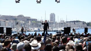 Jean-Luc Mélenchon lors de son meeting de campagne sur le Vieux-Port, à Marseille, dimanche 9 avril. (ANNE-CHRISTINE POUJOULAT / AFP)