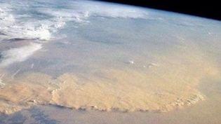 Des particules de sable venues du désert du Sahara recouvrent le ciel dans plusieurs pays des Caraïbes, et se dirigent vers l'Amérique centrale. (France 2)
