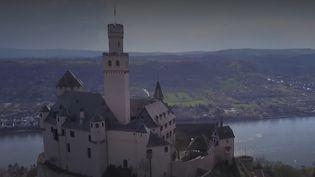 Les séjours touristiques restent strictement interdits en Allemagne. Les exploitants des châteaux du Rhin ont le moral en berne, et les habitants des villages alentours réclament le retour des touristes. (France 3)