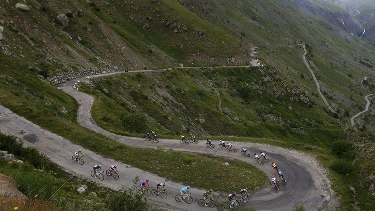 Le Tour de France au col de Sarenne, entre Gap et l'Alpe d'Huez, le 18 juillet 2013. (JOEL SAGET / AFP)