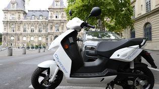 Cityscoot, les scooters en libre service dans Paris. (BERTRAND GUAY / AFP)