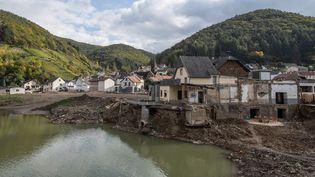 Le village de Rech (Allemagne) dévasté par les inondations du 14 juillet 2021, trois mois après, le 13 octobre 2021. (BORIS ROESSLER / DPA / AFP)