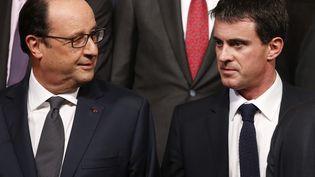 Le président François Hollande, ici en photo à l'Elysée le 19 Octobre 2014, a remis la grand-croix de l'ordre du mérite national à Manuel Valls mercredi 22 octobre. (YOAN VALAT / POOL / AFP)