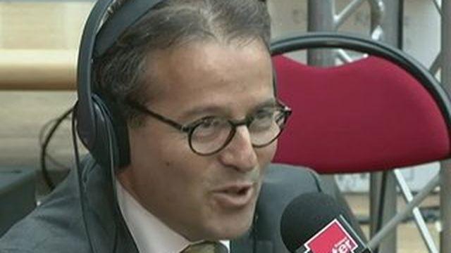 Martin Hirsch hué en direct sur France Inter