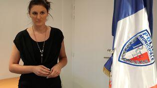 La policière municipale Sandra Bertin pose à Nice (Alpes-Maritimes) le 24 juillet 2016. (VALERY HACHE / AFP)