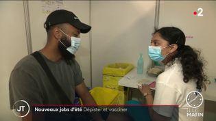 Lors d'une vaccination contre le Covid-19. (France 2)
